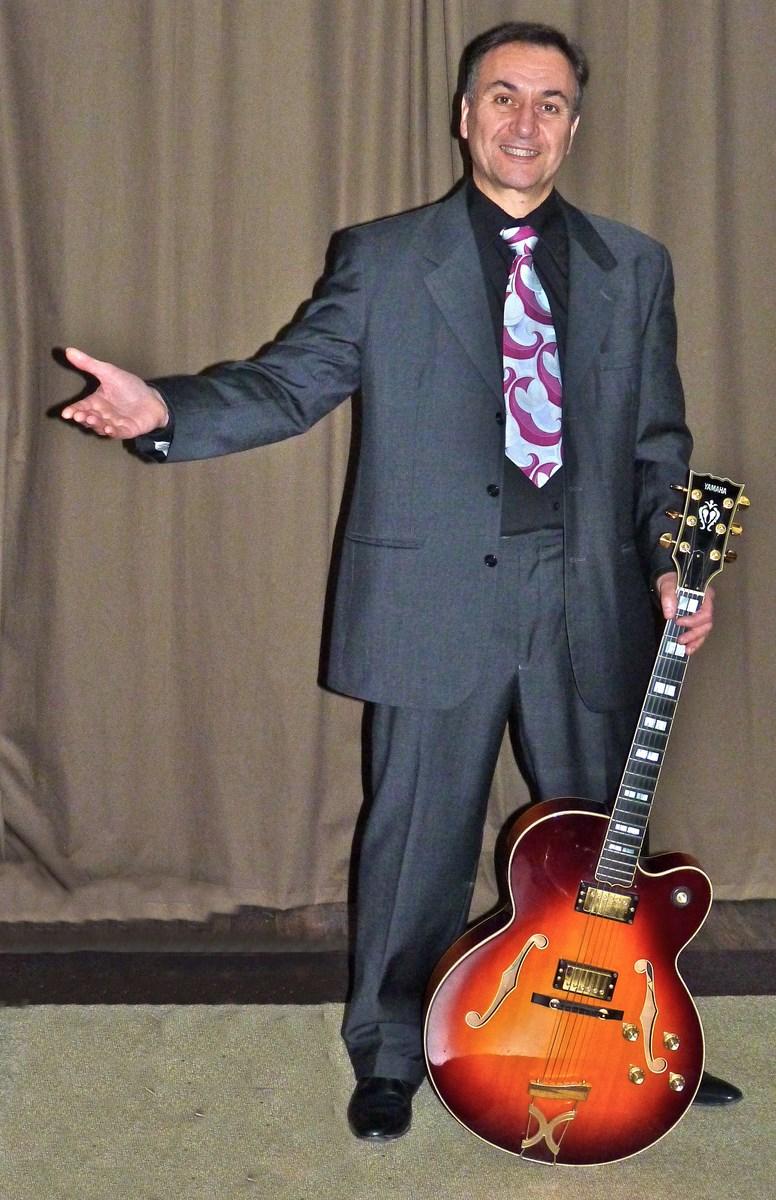 Le guitariste du groupe HOLLYWOOD SWINGERS