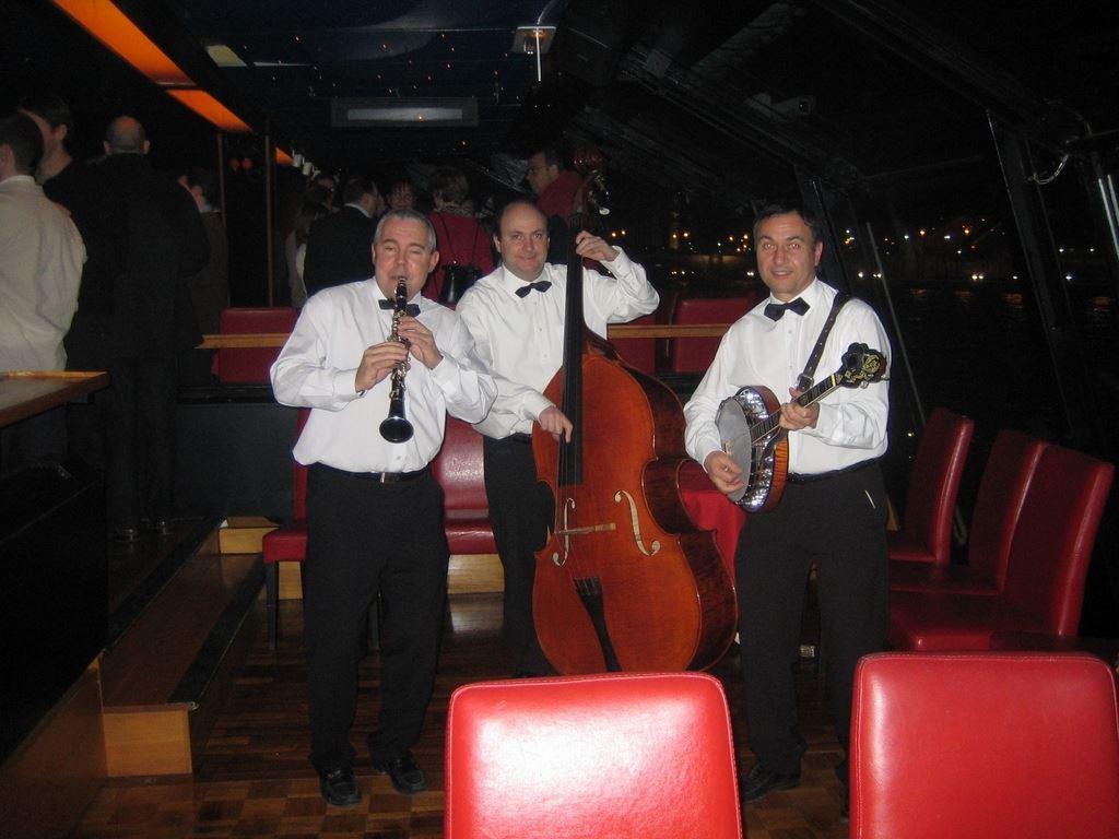 Orchestre DIXIELAND PARADE trio sur les Bateaux-Mouches